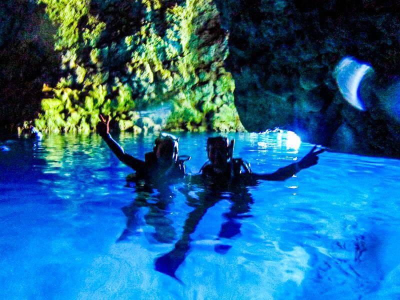 青の洞窟水圏の景色 千葉カップル